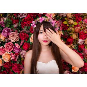 フリー写真, 人物, 女性, アジア人女性, 中国人, 欣欣(00001), 花, 人と花, 薔薇(バラ), ウェディングドレス, 花冠, 目を覆う