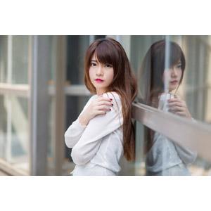 フリー写真, 人物, 女性, アジア人女性, 中国人, 欣欣(00001), 鏡像, 腕を抱く
