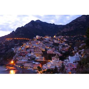 フリー写真, 風景, 建造物, 建築物, 街(町), 街並み(町並み), 夕暮れ(夕方), イタリア, ポジターノ, 山