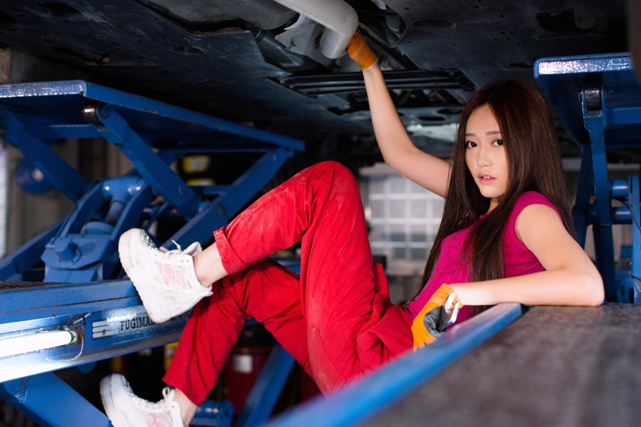 フリー 写真自動車整備士の女性