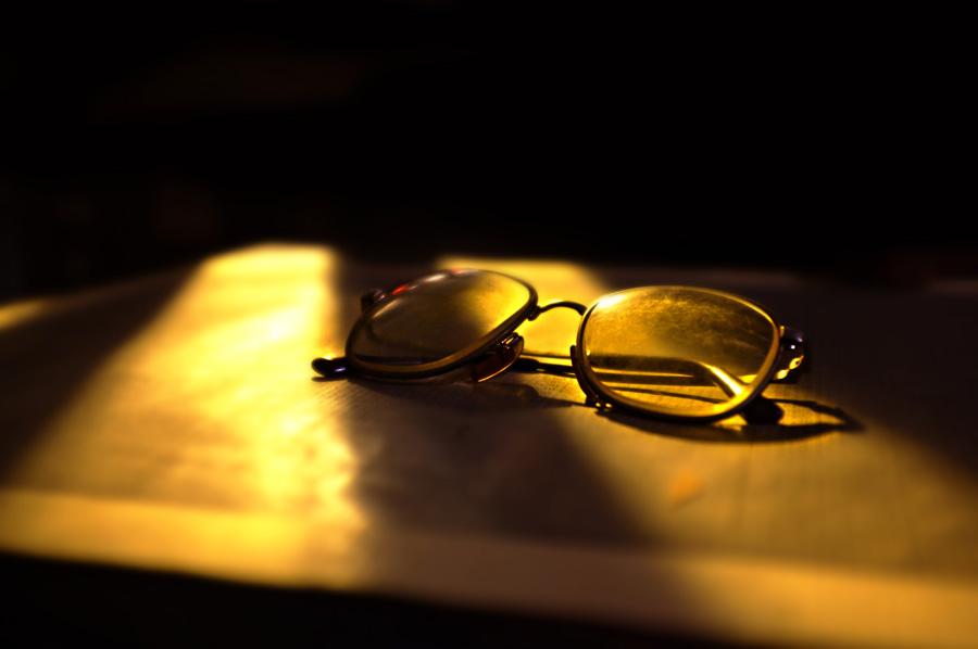 フリー 写真夕陽と眼鏡