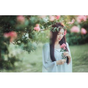 フリー写真, 人物, 女性, アジア人女性, ベトナム人, 女性(00005), 人と花