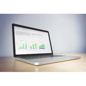フリー写真, パソコン(PC), ノートパソコン, ビジネス, データ, グラフ
