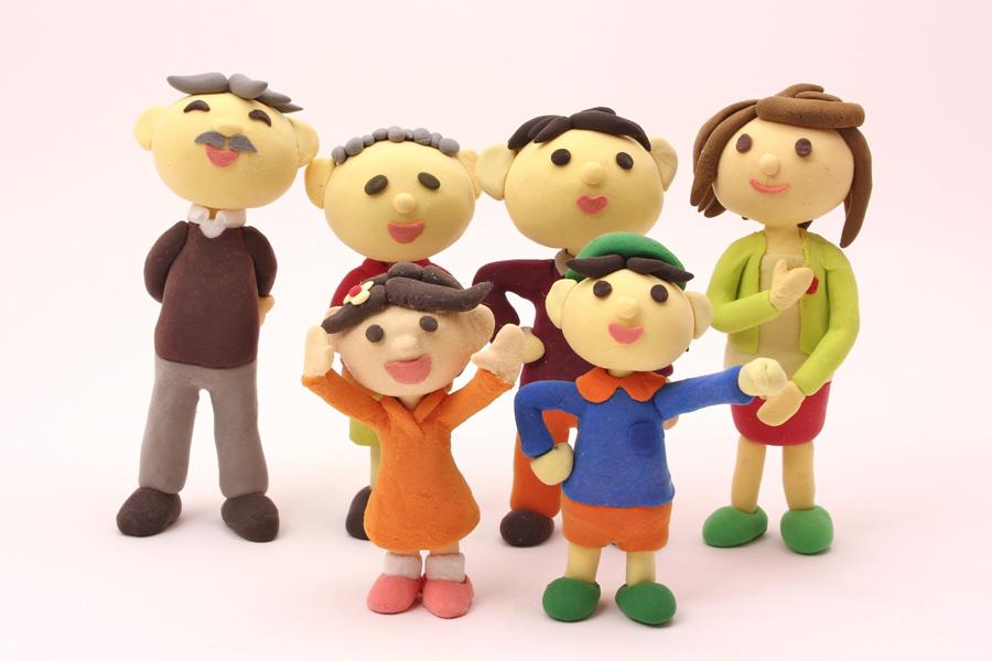 フリー 写真三世代家族の人形