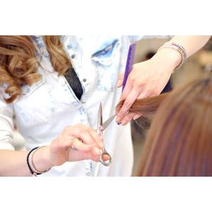 フリー写真, 人物, 職業, 仕事, 美容師, 美容室, 散髪, 散髪はさみ, 手, 髪の毛
