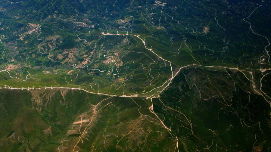 フリー 写真毛細血管のように張り巡らされた道の航空写真