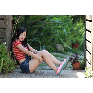 フリー写真, 人物, 女性, アジア人女性, 江滴滴(00013), 中国人, 座る(地面), サロペット
