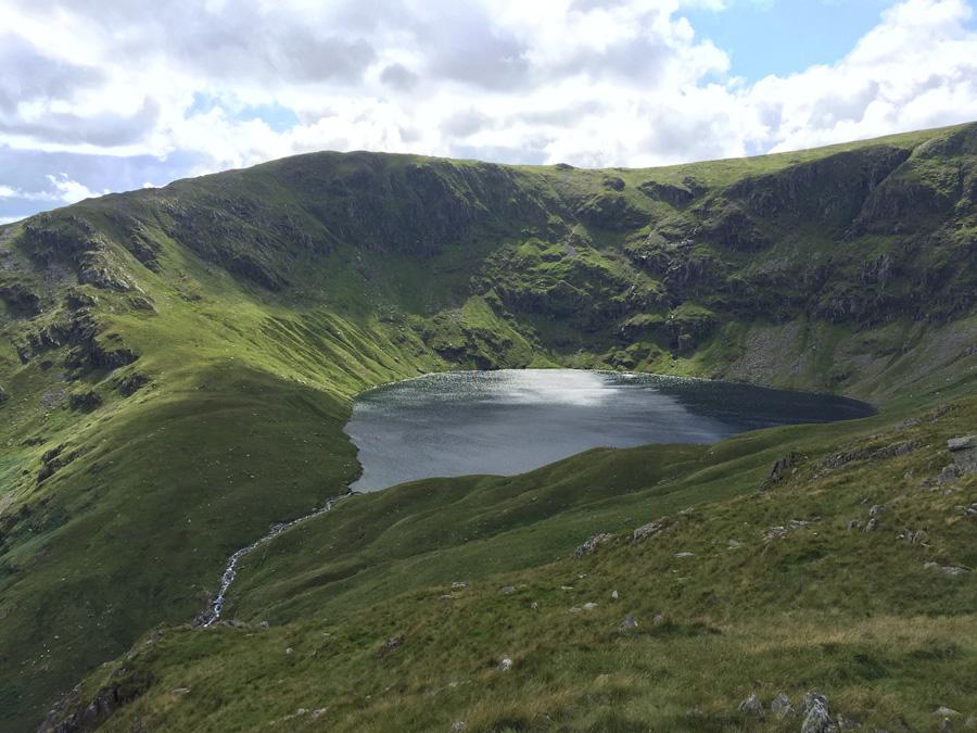 フリー 写真イングランドの火山湖の風景