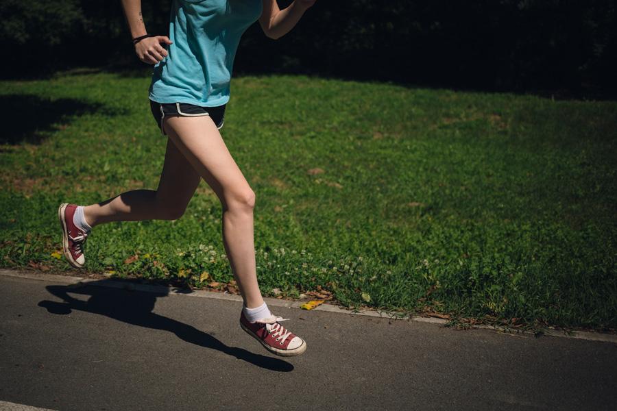 フリー 写真ジョギングしている女性