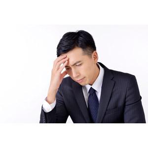 フリー写真, 人物, 男性, アジア人男性, 日本人, 男性(00016), 職業, 仕事, ビジネス, ビジネスマン, サラリーマン, 考える, 悩む