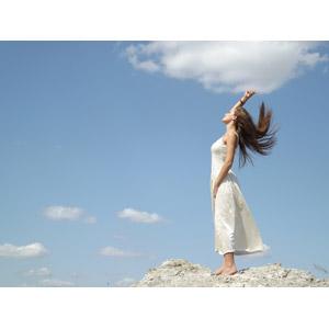 フリー写真, 人物, 女性, 外国人女性, ドレス, 青空, 人と風景