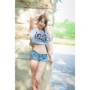 フリー写真, 人物, 女性, アジア人女性, 中国人, 女性(00009), Tシャツ, ショートパンツ