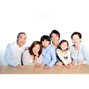 フリー写真, 人物, 家族, 親子, 三世代家族, 祖父(おじいさん), 祖母(おばあさん), 父親(お父さん), 母親(お母さん), 娘, 息子, 祖父(00010), 祖母(00011), 女性(00018), 男性(00019), 男の子(00020), 女の子(00021)