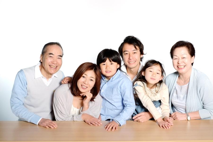 フリー 写真三世代家族