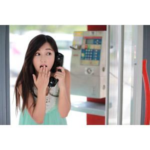 フリー写真, 人物, 女性, アジア人女性, 江滴滴(00013), 中国人, 公衆電話, 通話, 驚く, 口元を隠す, チュニック