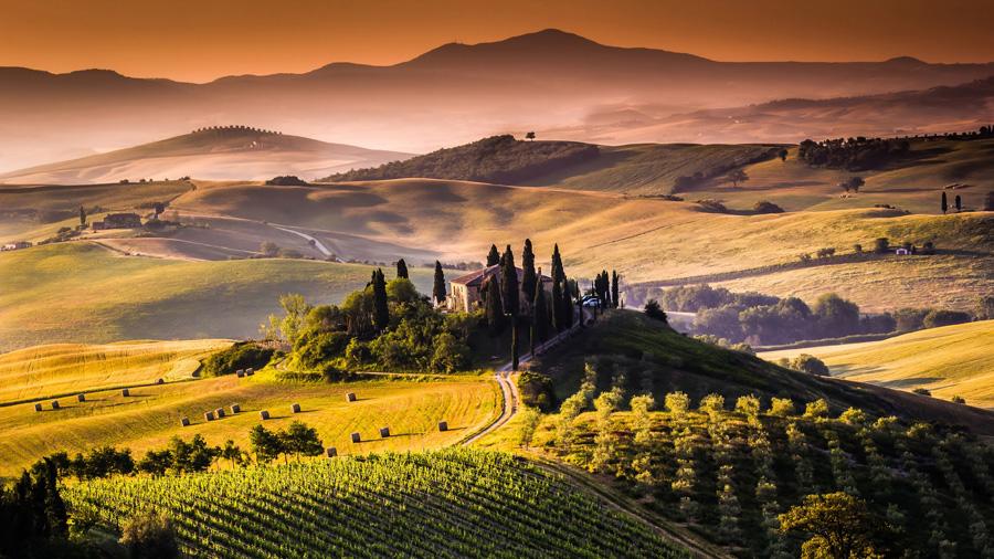 フリー 写真イタリア、トスカーナ州の丘のある田舎の風景