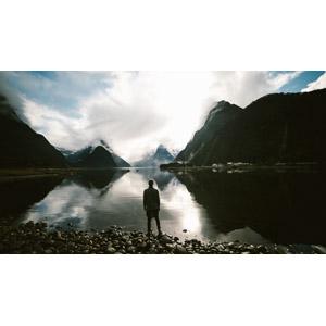 フリー写真, 人物, 後ろ姿, 風景, 山, 雲, 湖, 人と風景, 眺める