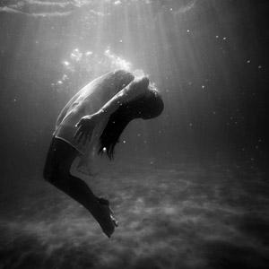 フリー写真, 人物, 女性, 海, 水中, 人と風景, モノクロ