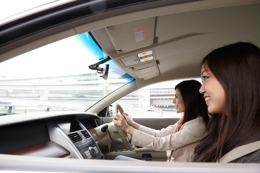 フリー 写真女性同士のドライブ