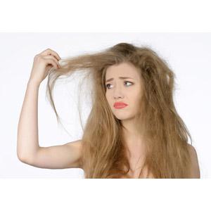 フリー写真, 人物, 女性, 外国人女性, 白背景, ヘアケア, 髪の毛を触る, 心配する