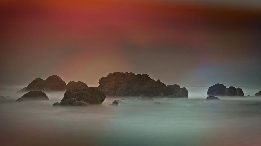 フリー 写真岩のある海岸の風景