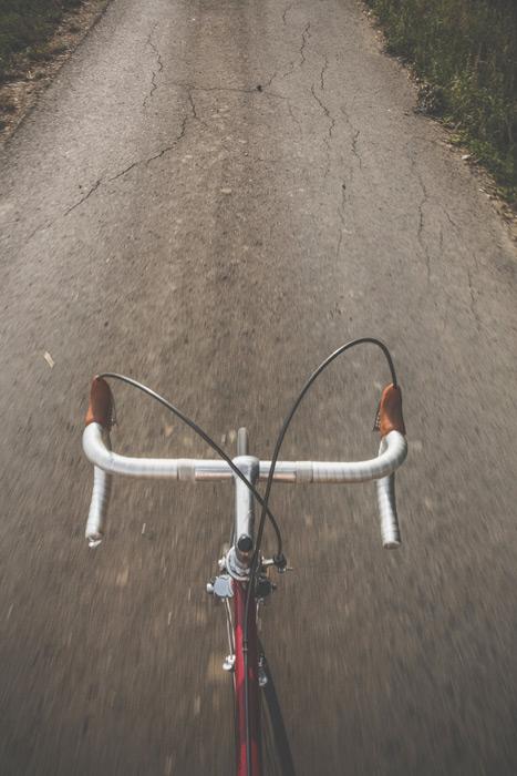 フリー 写真サイクリング中のロードバイク