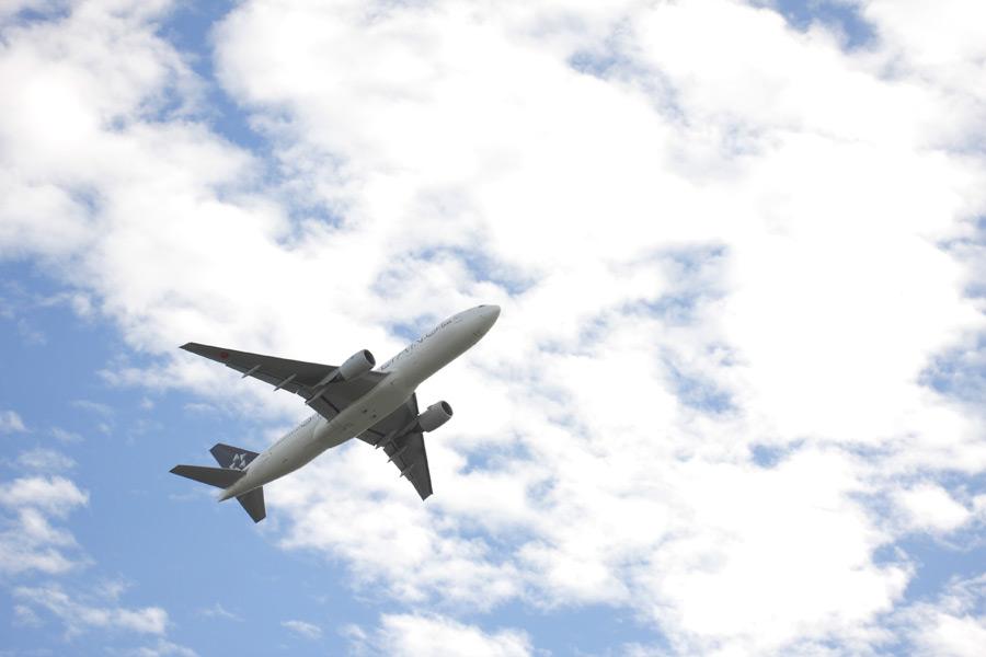 フリー 写真空を飛ぶ旅客機