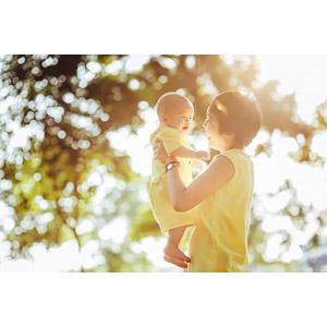 フリー写真, 人物, 親子, 母親(お母さん), 子供, 赤ちゃん, 二人, 玉ボケ, 笑う(笑顔)