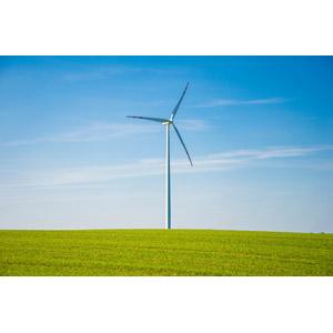 フリー写真, 風景, 機械, 風力発電機, 牧草地, 青空, 再生可能エネルギー, 発電