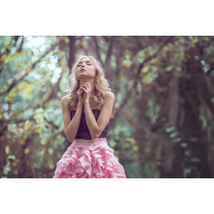フリー写真, 人物, 女性, 外国人女性, 目を閉じる, 祈る(祈り), 金髪(ブロンド), 人と風景