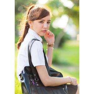フリー写真, 人物, 女性, アジア人女性, 中国人, 少女, アジアの少女, Kaka(00044), 学生服, 学生(生徒), 高校生, 通学鞄, 振り返る