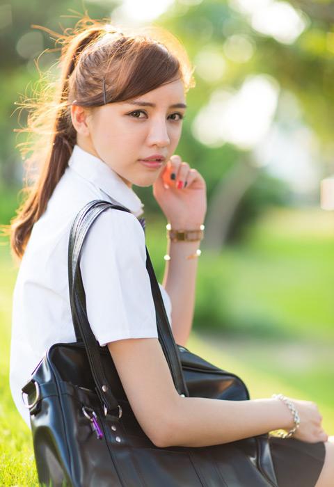 フリー写真 学生服姿の女子学生のポートレイト