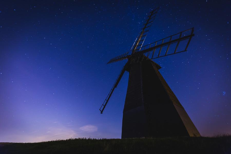 フリー写真 星空と風車の風景