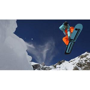 フリー写真, 人物, スポーツ, ウィンタースポーツ, スノーボード(スノボー), 冬, レジャー, 雪, 山, 跳ぶ(ジャンプ)