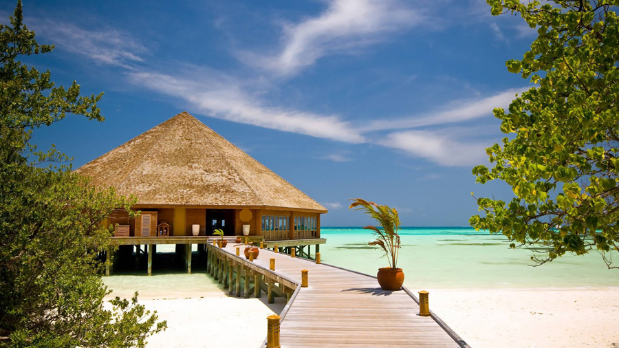 フリー写真 南国のビーチのリゾート風景