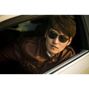 フリー写真, 人物, 男性, アジア人男性, 男性(00046), 中国人, 人と乗り物, 自動車, サングラス