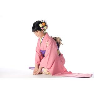 フリー写真, 人物, 女性, アジア人女性, 日本人, 女性(00047), 和服, 着物, 正月, 1月, 元旦(元日), 年中行事, 頭を下げる, 挨拶