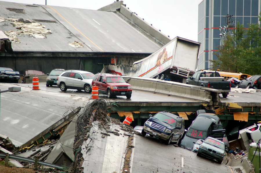 フリー写真 ミネアポリス高速道路崩落事故の風景