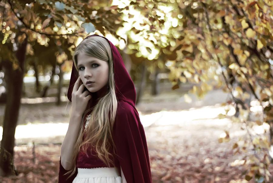 フリー写真 赤ずきんの少女