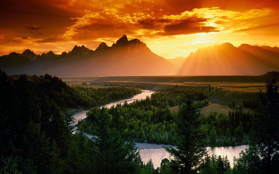 フリー写真 夕日と山と川の風景