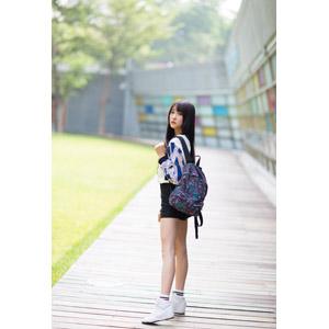 フリー写真, 人物, 女性, アジア人女性, 中国人, Neo Li(00040), ショートパンツ, リュックサック(ナップサック)