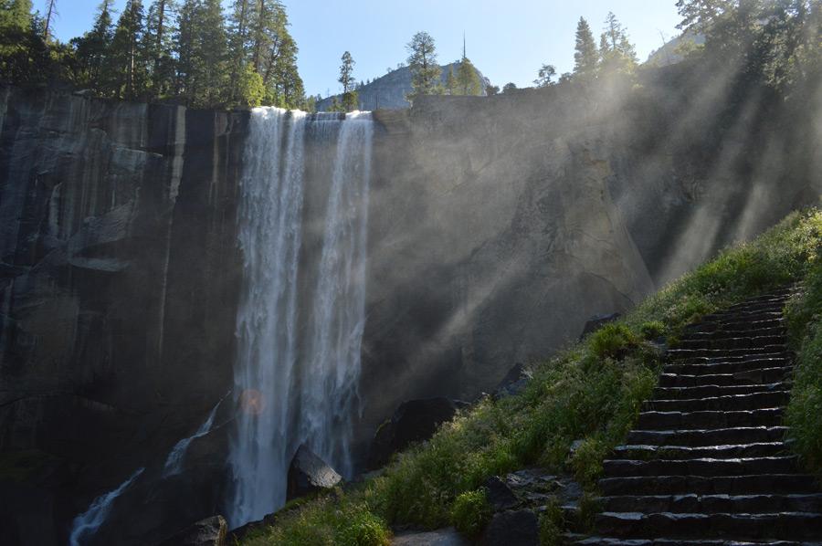 フリー写真 ヨセミテ国立公園内のバーナル滝の風景