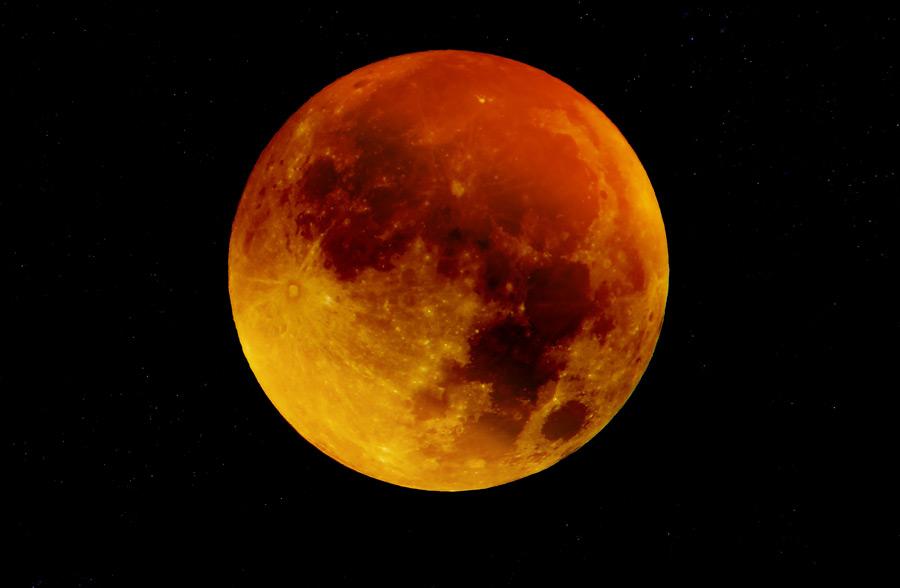 フリー写真 赤い月の風景