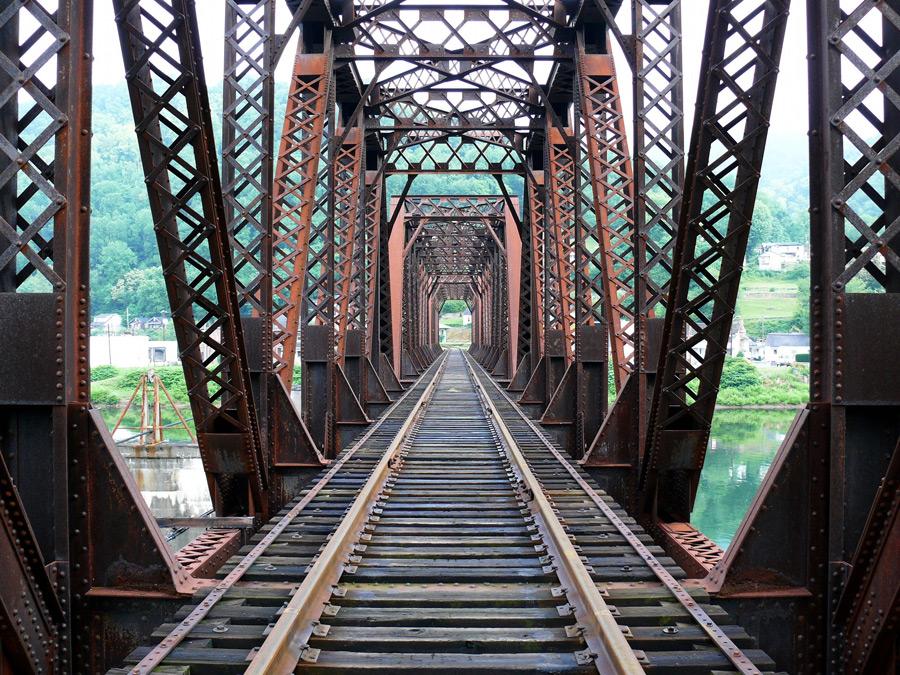 フリー写真 鉄橋の風景
