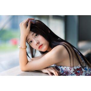 フリー写真, 人物, 女性, アジア人女性, 中国人, Neo Li(00040), 額に手を当てる, 突っ伏す