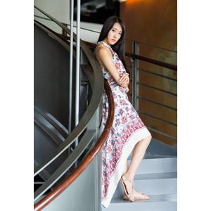 フリー写真, 人物, 女性, アジア人女性, 中国人, Neo Li(00040), 腕を抱える, ワンピース