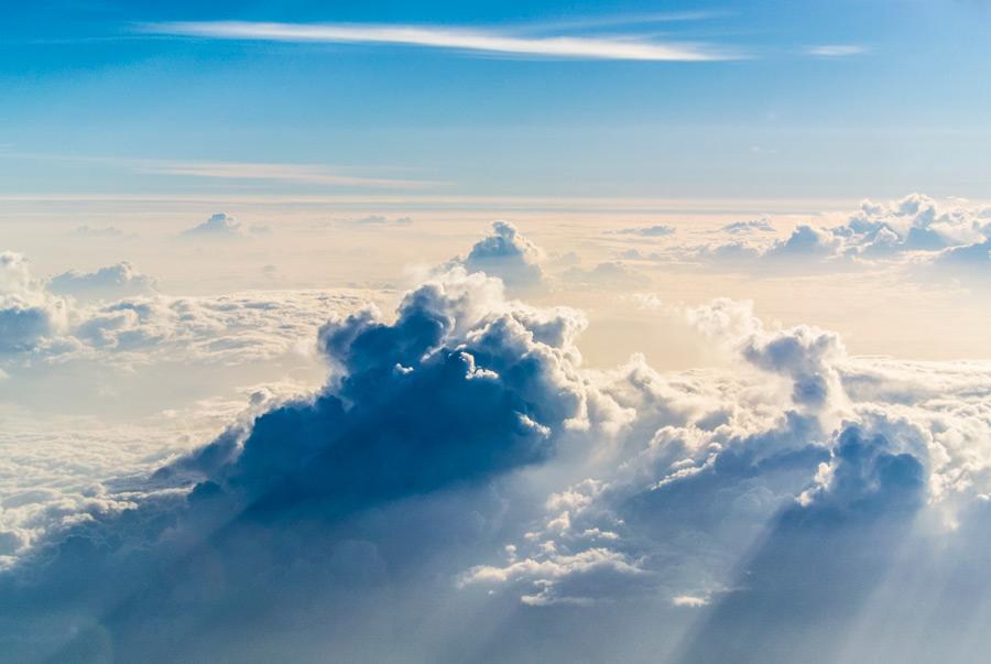 フリー写真 飛行機から眺める雲海の風景