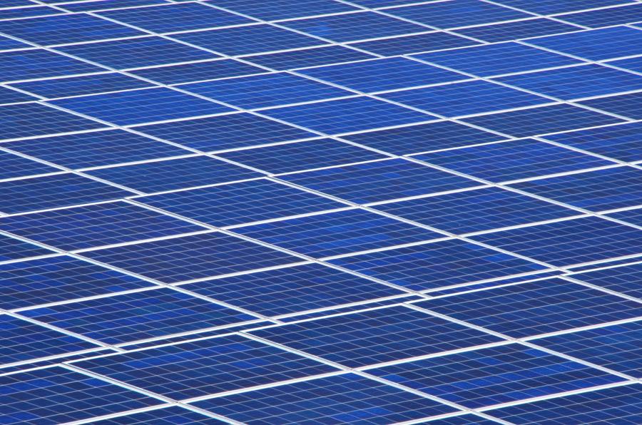 フリー写真 太陽光発電のソーラーパネル