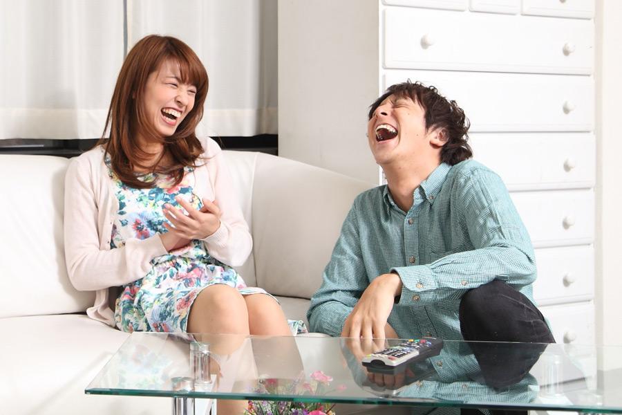 フリー写真 爆笑するカップル