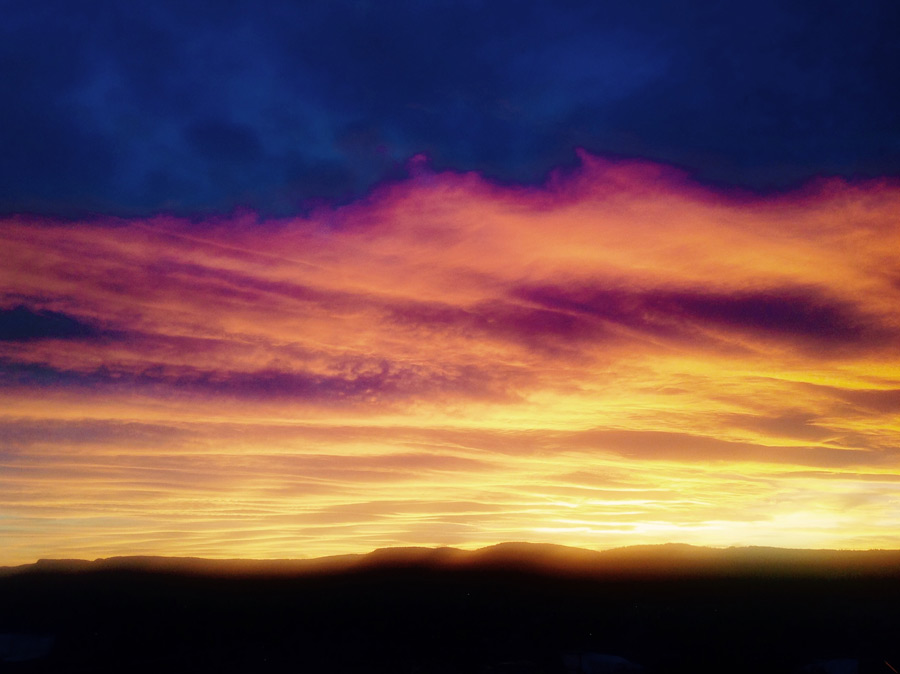 フリー写真 日暮れが迫る夕空の風景